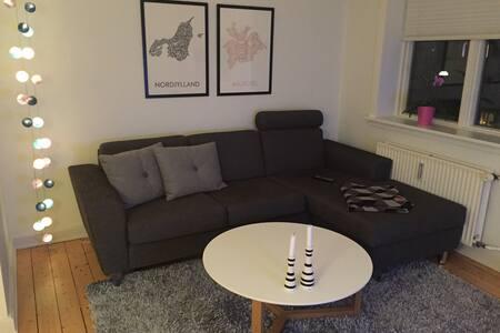 Skøn lys lejlighed med fjordudsigt!
