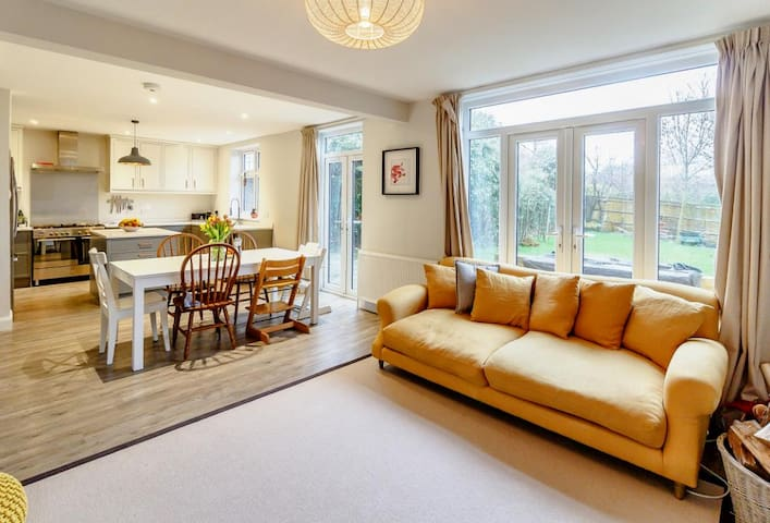 Stunning 5 bedroom family home in Guildford