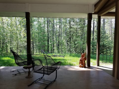 West Glacier 2 bed/2 bath Home in the Woods
