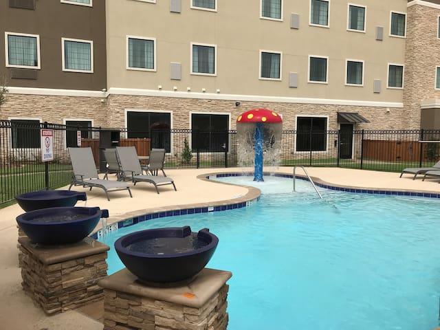 King Studio. Free Breakfast Buffet & Pool Access.