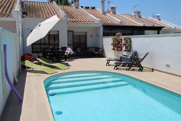CASA CONCHA,ideal para tus vacaciones cerca del mar, wifi gratuito, piscina privada, se admiten mascotas, playa para perros.