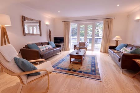 3 The Mariners - Poole - Townhouse