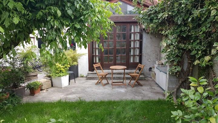 Studio sur jardin. 10 mn du cœur de ville