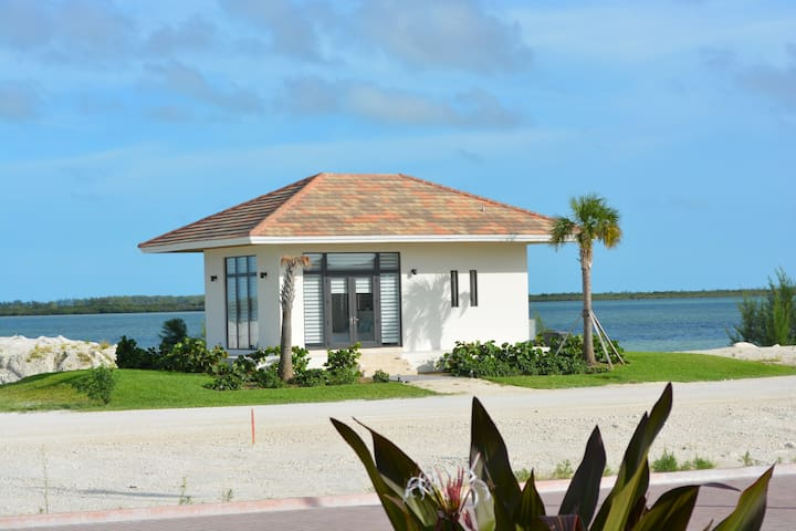 BEAUTIFUL BRAND NEW 5 Stars BUNGALOW IN BIMINI