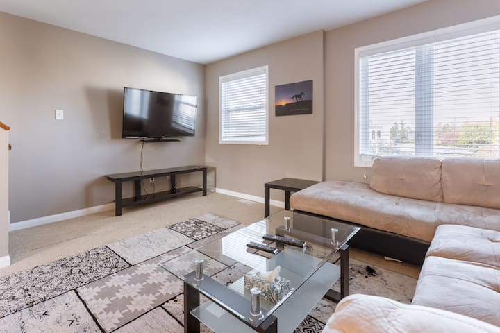 Beautiful 4 Bedroom Townhome in the capital