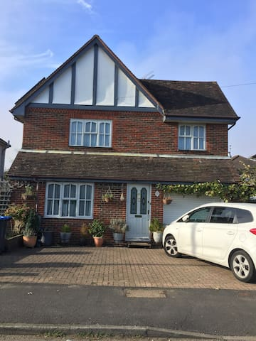 Town and Country home near Brighton, London 46 min