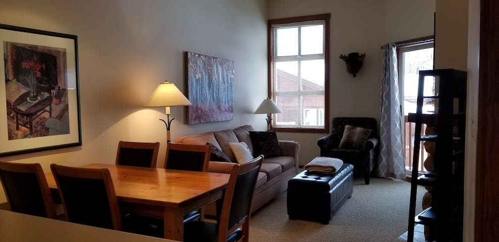 Super One Bedroom Condo in the heart of Sun Peaks