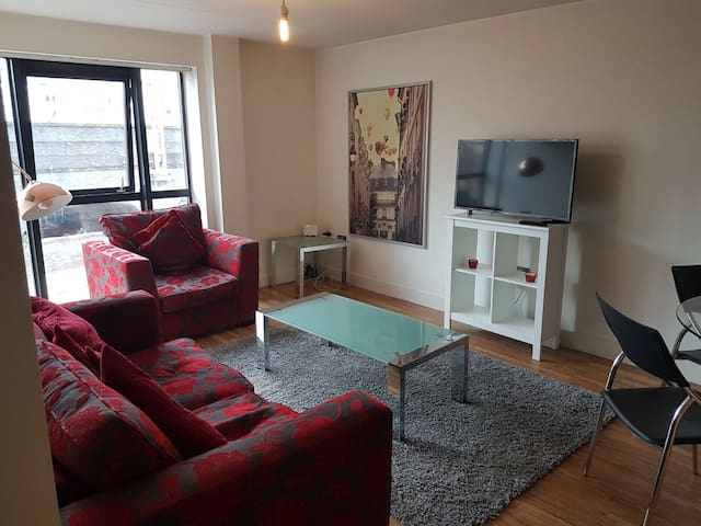 Spacious 2 Bed Luxury Central Manchester Apartment
