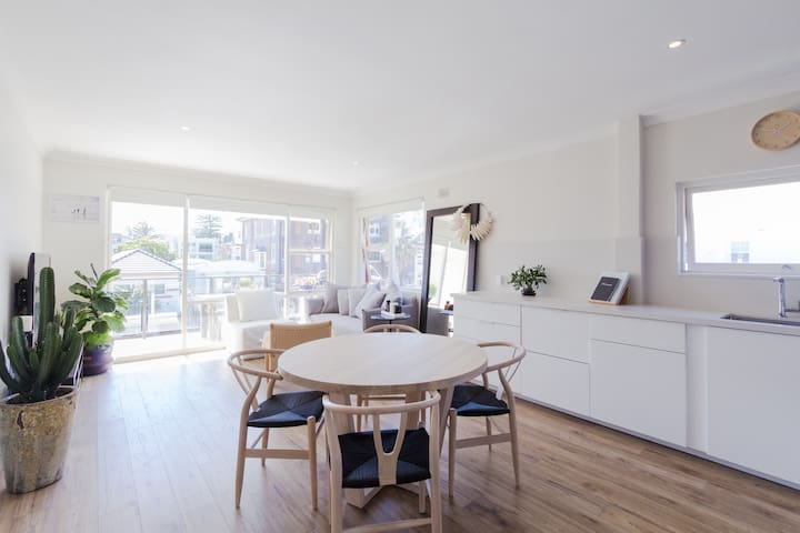 Sun Kissed App 50m to Beach! - Manly - Apartment