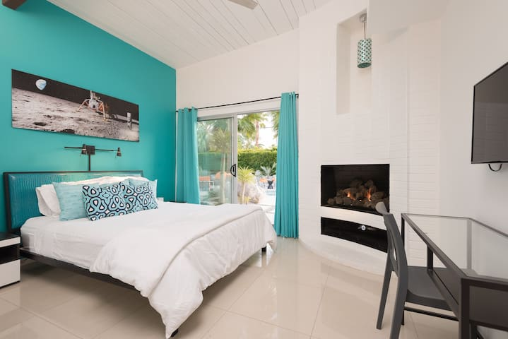 The turquoise bedroom- Queen bed, fireplace, ensuite bath and direct pool access.
