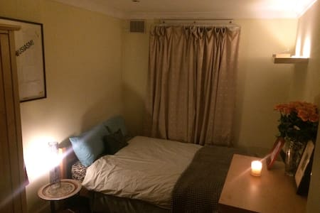 Cozy, Secret Garden Room in the Heart of SheBu - Londres - Apartamento