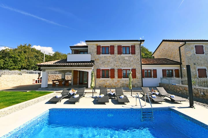 Beautiful luxury holiday house for 7 persons