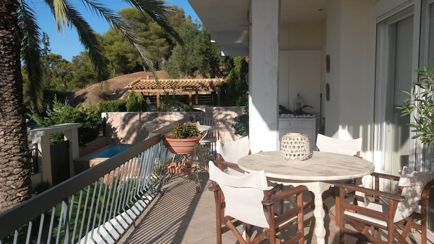 Lovely home with see view and swimming pool - Alimos - Hus