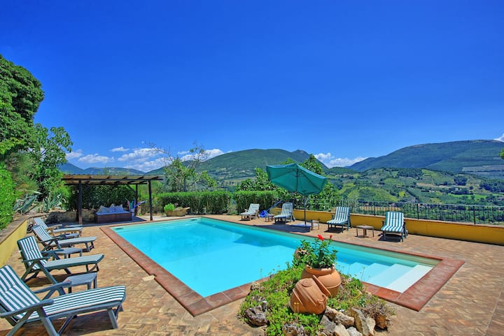 Villa Romantica - Holiday Villa Rental with swimming pool in Foligno, Umbria
