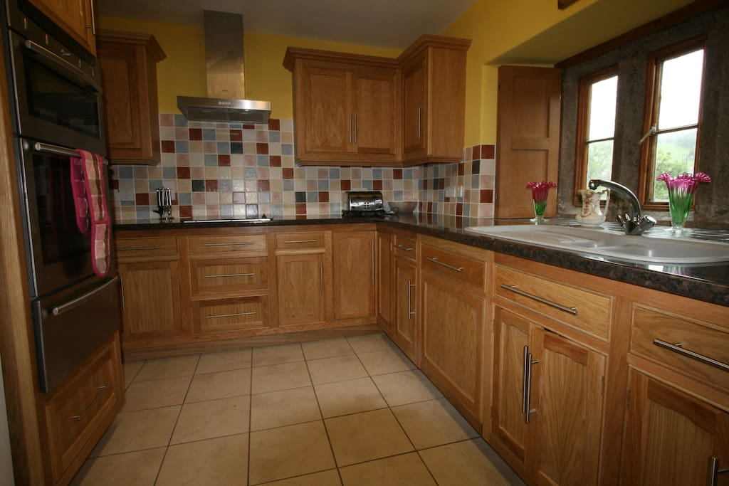 Fully fitted kitchen and utensils