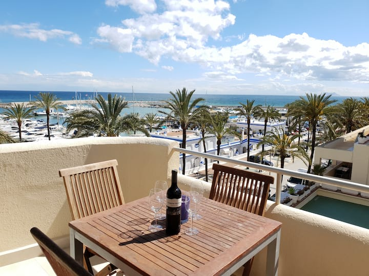 FANTASTIC APARTMENT IN FRONT OF THE SEA & MARINA