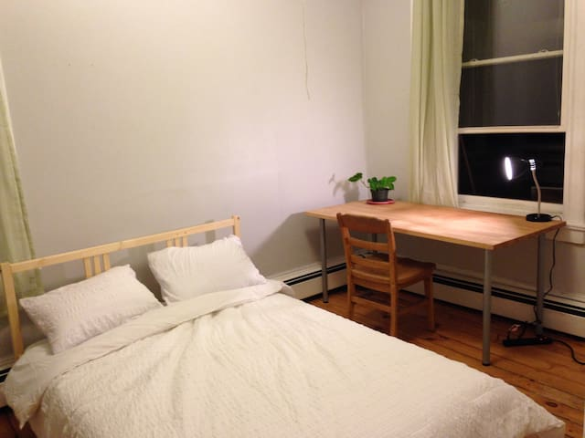 Private room in downtown Amherst - Amherst - Huoneisto