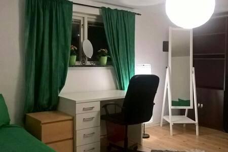 Very nice room with kitchen - Bagarmossen  Bagarmossen  - Hus