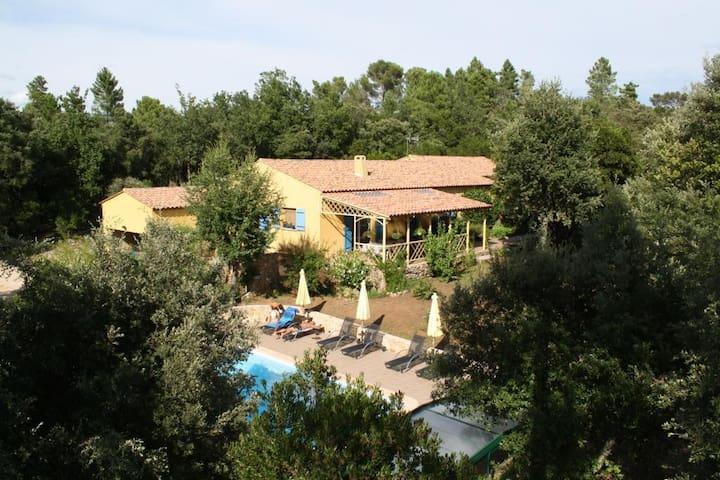 Villa Thocha chambre d'hôte avec cuisine, piscine
