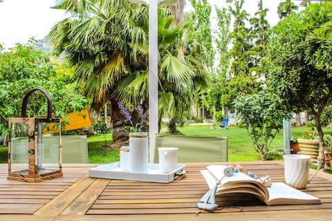 Luxury apartment with garden 20 mts from seafront