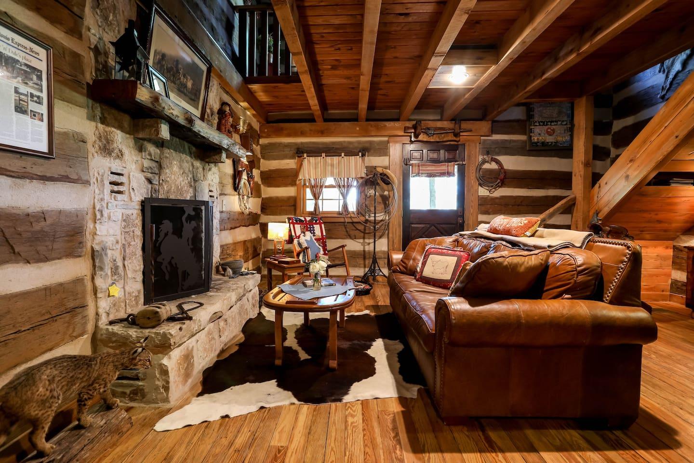 cabin cabins tx rent fredericksburg rentals pecan for