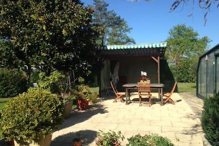 Petit gîte dans propriété équestre - Voivres-lès-le-Mans - Hus
