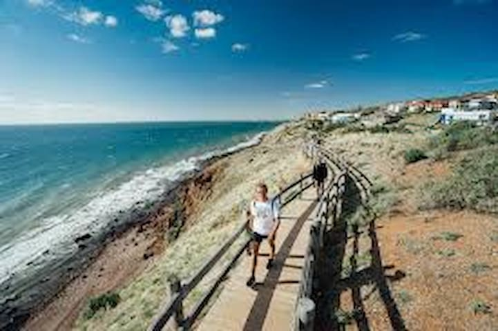 Hallett Cove Seaside Escape 3 海景靓房3卧