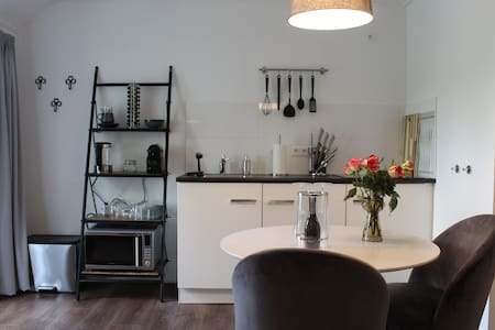 Ruime Deluxe kamer met keuken en tuin