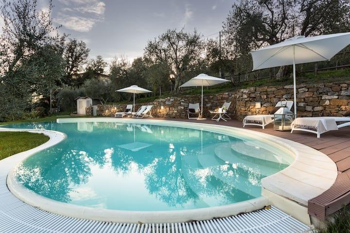 Casa panorámica de 4 habitaciones con piscina privada en Lucca cerca del centro de la ciudad