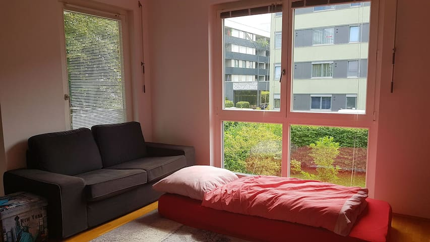 Cozy and sunny room in Schwabing