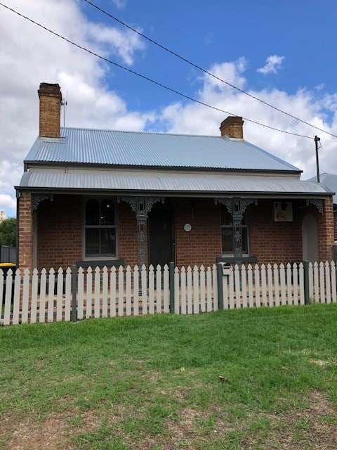 Heritage listed cosy cottage