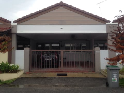 Siti Homestay PURA KENCANA