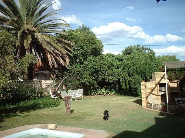 Bedrock Guesthouse with self catering options