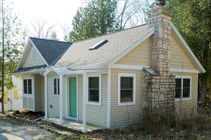 2 Bed, 1 Bath New, Open Cottage w/ Washer & Dryer