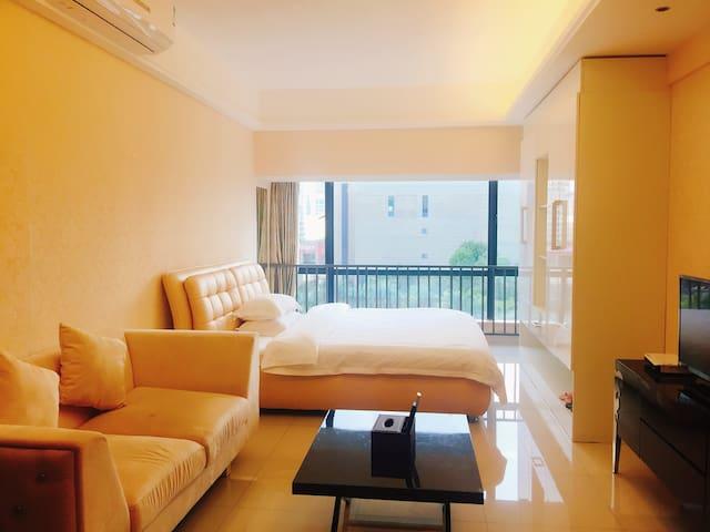 希尔顿国际公寓现代豪华大床房【河源市坚基商业中心】
