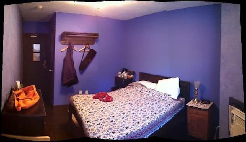 Privat ensuite bachelor next to Subway Downtown