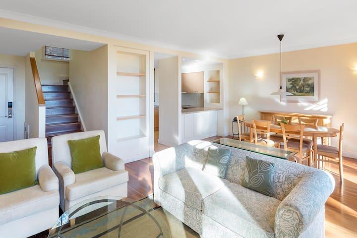 3 Bed Villa w/ Breakfast for 6 @ Cypress Lakes