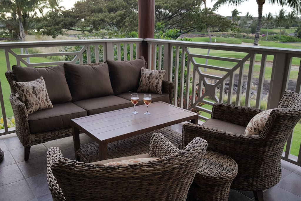 Brand new lanai furniture to relax and take in the beautiful surroundings. A quiet morning with a cup of Kona coffee or cocktails to watch the sunset.