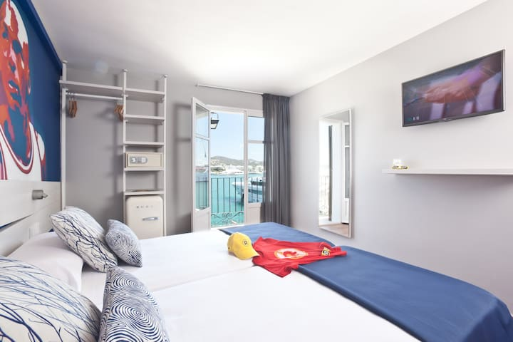 Premium Double Room with frontal Sea View, free Wifi in the port of Ibiza - Hotel Ryans La Marina