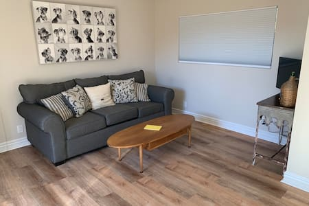 Newly renovated guest house in Camarillo with AC