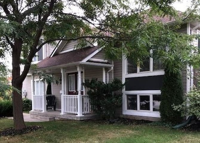COLLINGWOOD DETACHED 3 BDRM, 2.5 BATH, 6KM TO BLUE