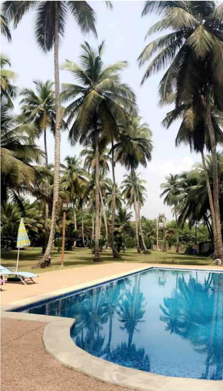 Villa avec piscine en bordure de mer à Assinie