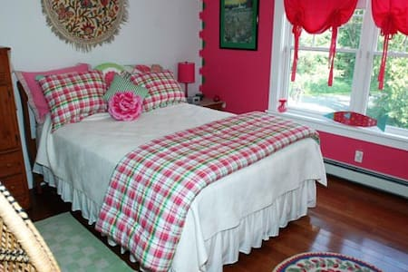 Watermelon Tourmaline Bedroom-Bold Colorful Life - Boothbay