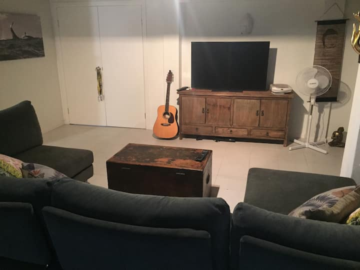Entire downstairs space in Burleigh