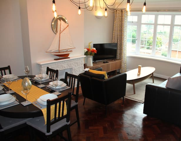 Comfortable  2 bed apartment close to Hamble river