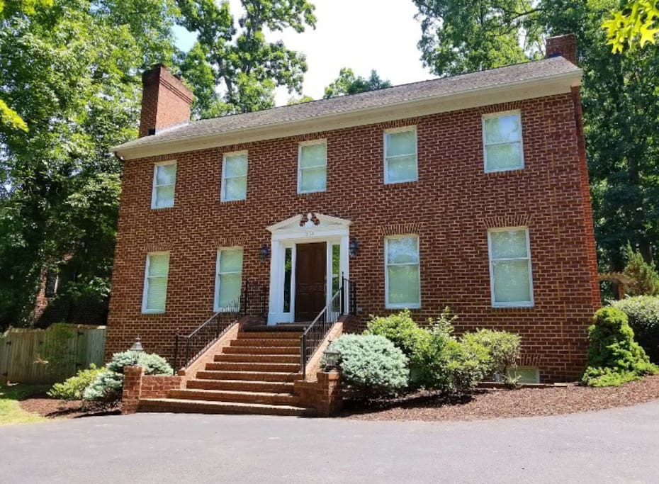 The Lee House is a relaxing getaway in a great area of Harrisonburg.