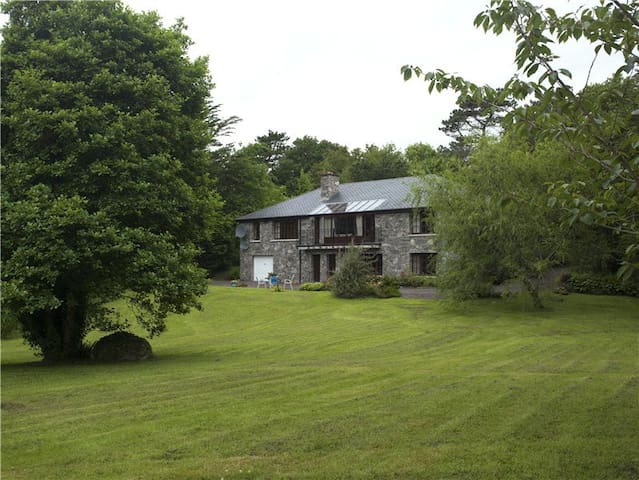 Beautiful country home with private lake access