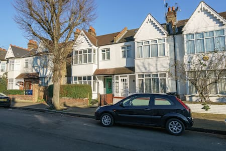 South Ealing double, Ideal Location