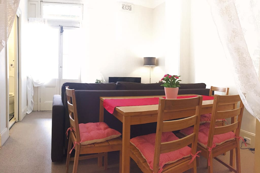 A dining area for 4.