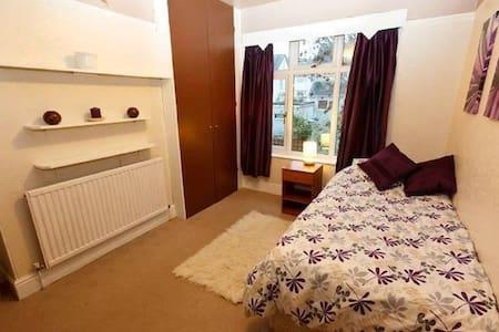 Paignton, near the sea, bedroom - Paignton - Bed & Breakfast